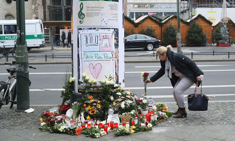 Berlino, lutto per la strage al mercato di Natale