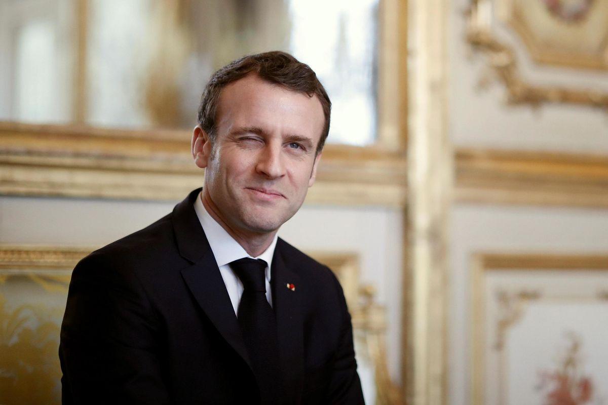La commedia sovranista di Macron