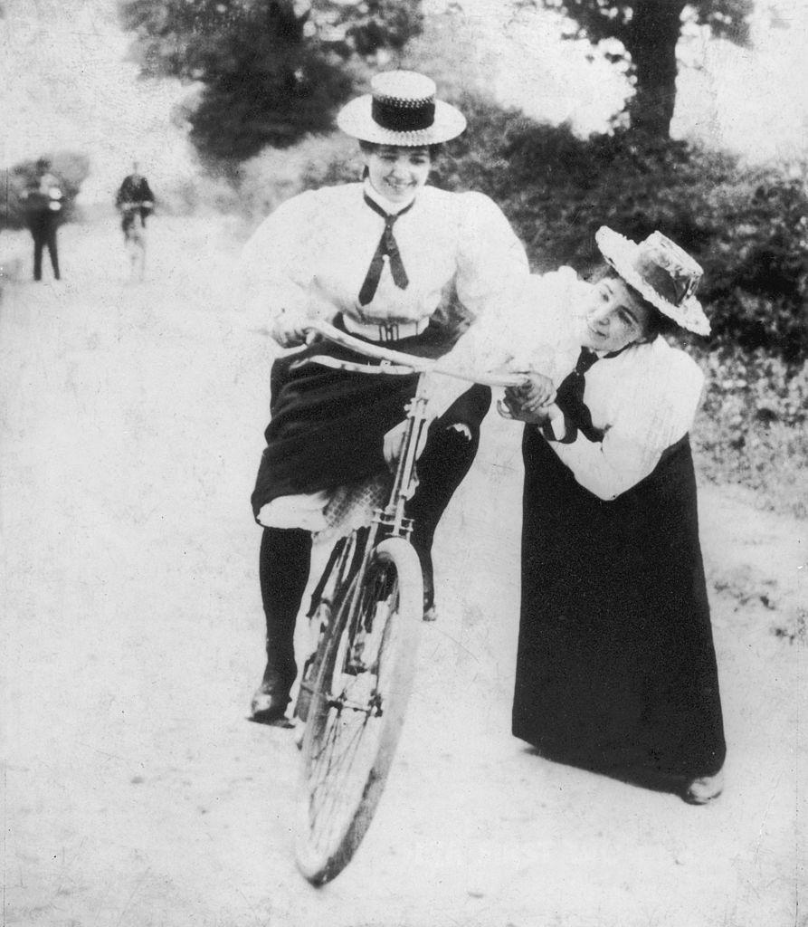 montar en bicicleta cuestion genero  sufragistas