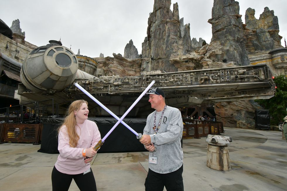 5 Thing You Have To Do In Disneyland's Star Wars Galaxy's Edge From A Castmember