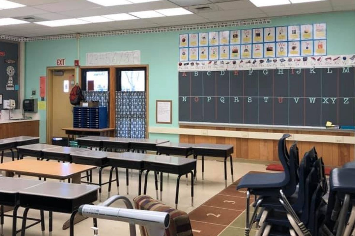 A celebrated teacher's 5-point explanation of why she's quitting has gone viral.