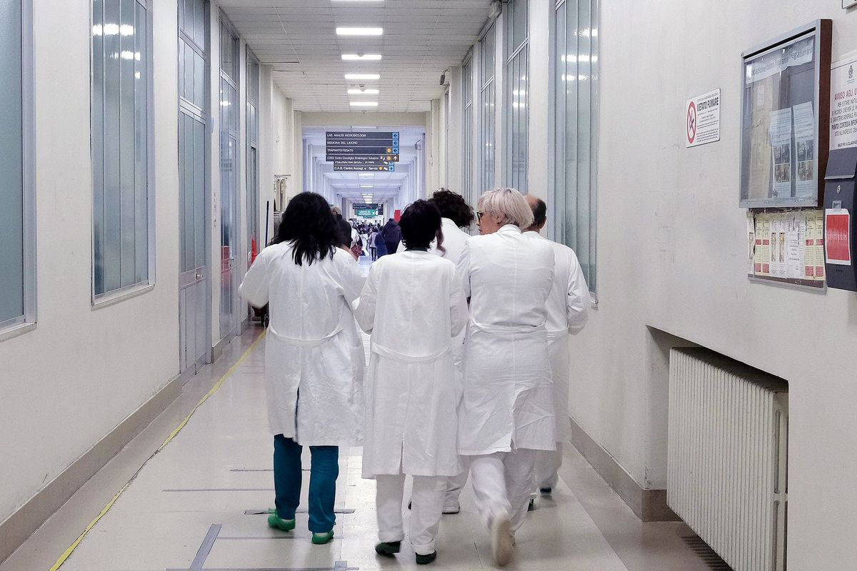 Medici non specialisti negli ospedali. I pazienti si ribellano al decreto Calabria