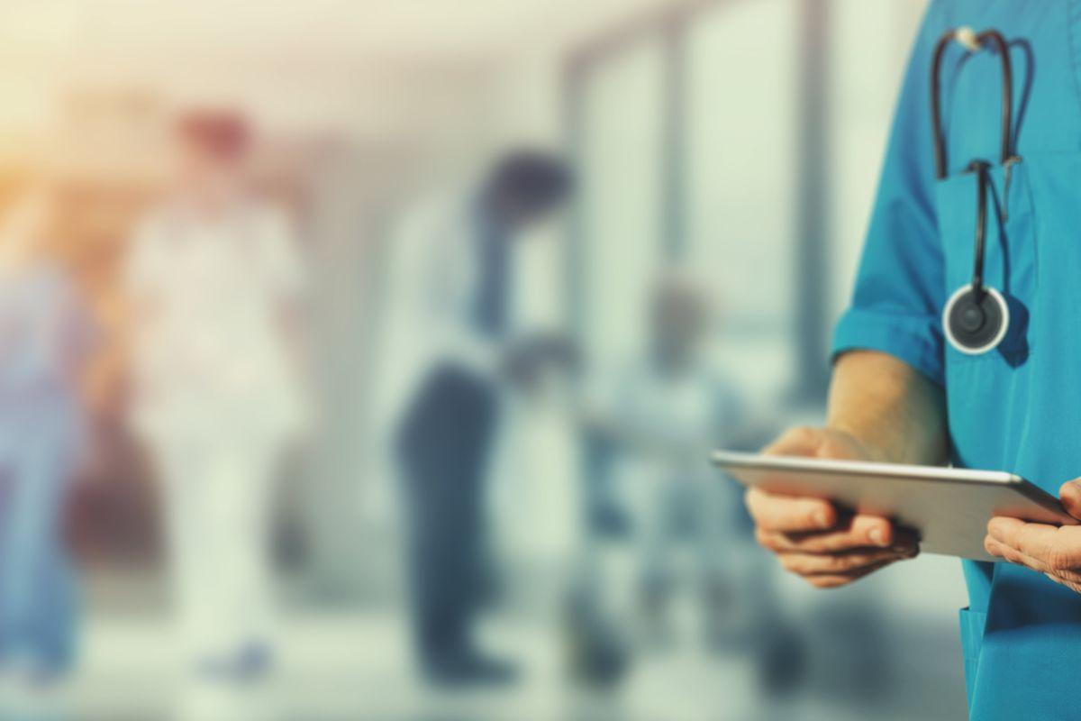 Negli ospedali 100.000 infermieri in meno
