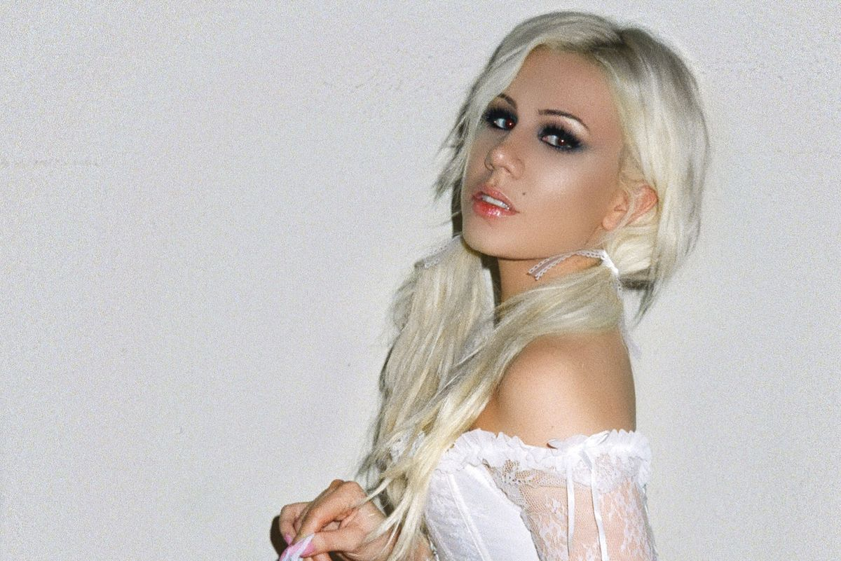 Watch Slayyyter Party in Vegas For 'Mine'