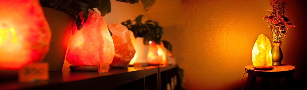 7 Reasons Why You Keep Salt Lamps in Your Bedroom