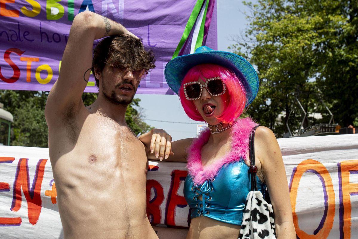 Per i gay pride l'oscenità è un vanto. E lo Stato ci costringe a finanziarli