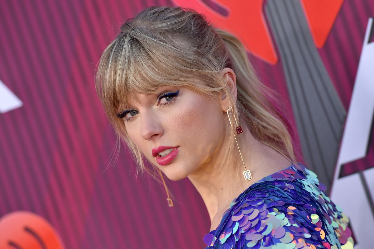 Taylor Swift Calls Out Scooter Braun