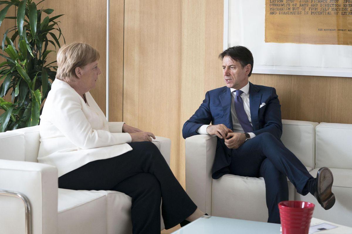 I tedeschi non mollano la Capitana. Conte va alla guerra con la Merkel