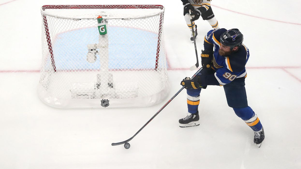 When should hockey teams pull the goalie? Study finds optimal time.