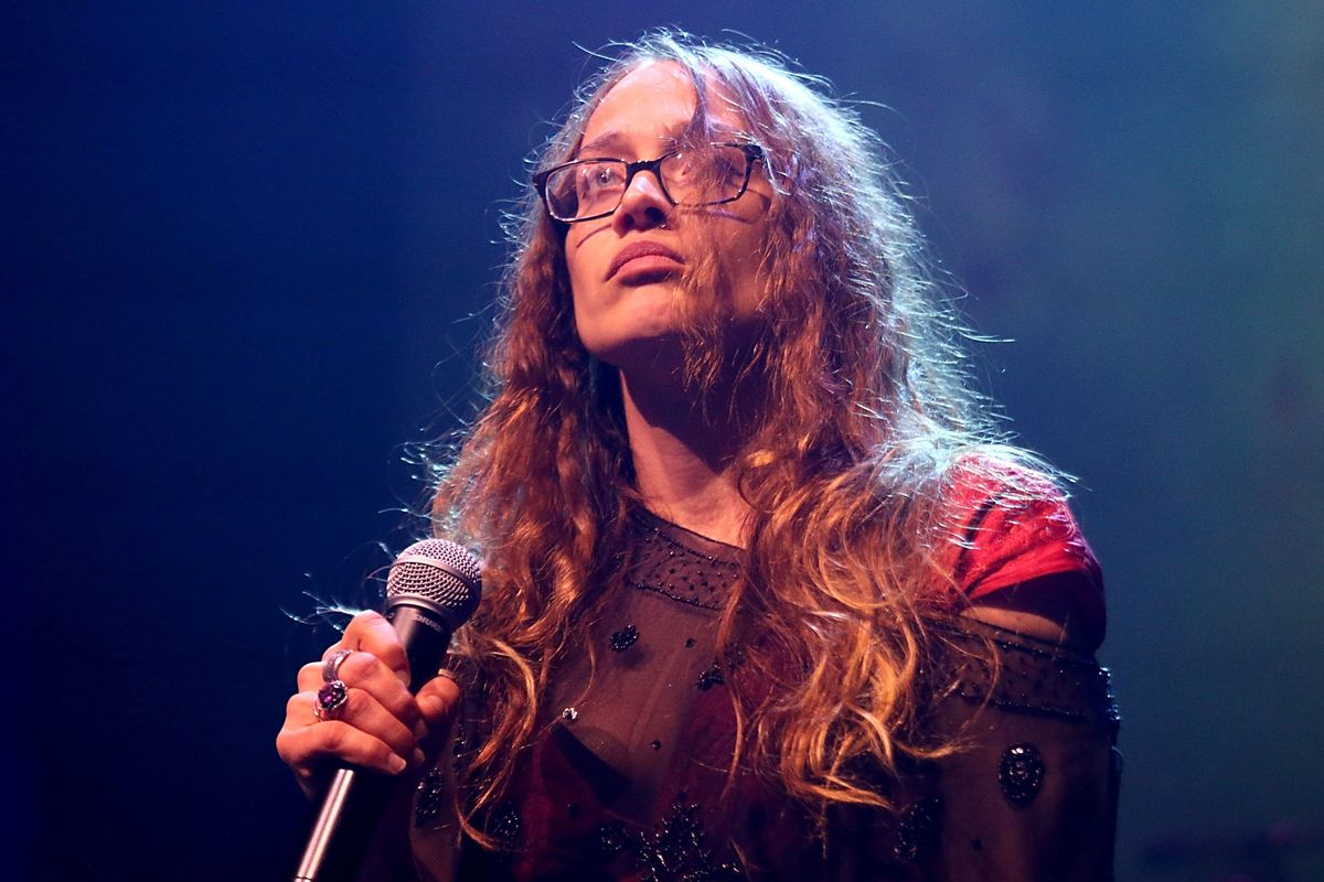 Join Fiona Apple In Supporting Refugees