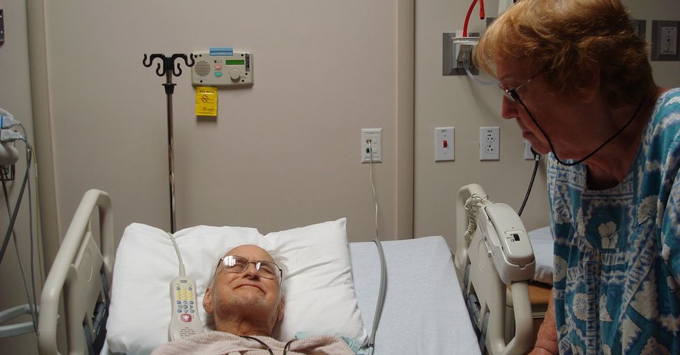 Meet the Volunteers Who Comfort the Dying When No One Else Can