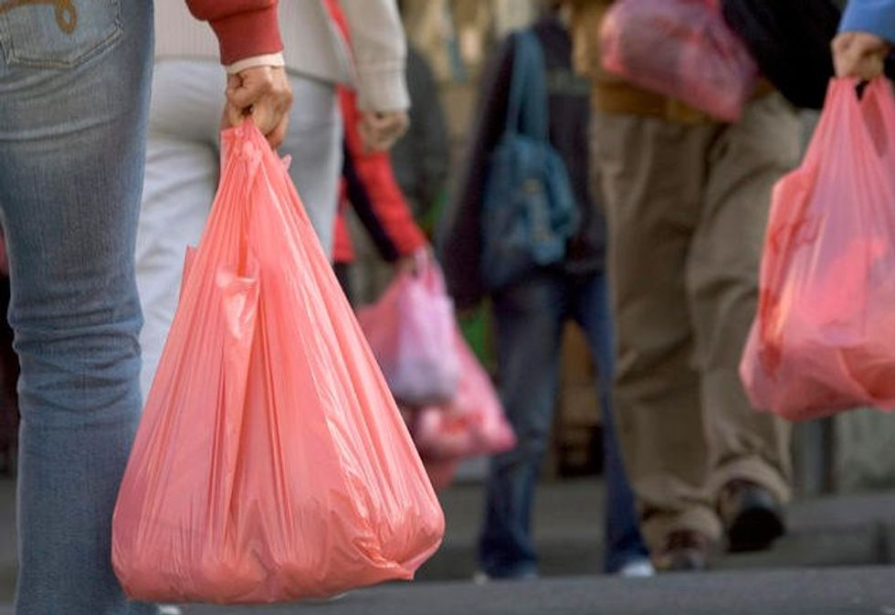 Hawaii Becomes First State in The Nation to Ban Plastic Bags