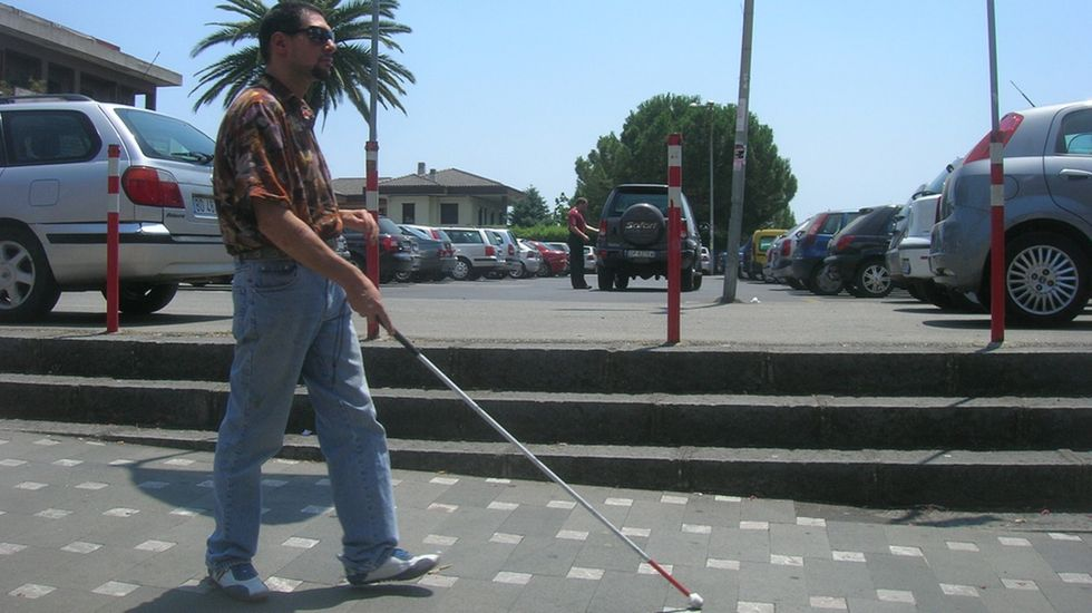 18-Year-Old Creates Device to Help the Blind Become More Mobile