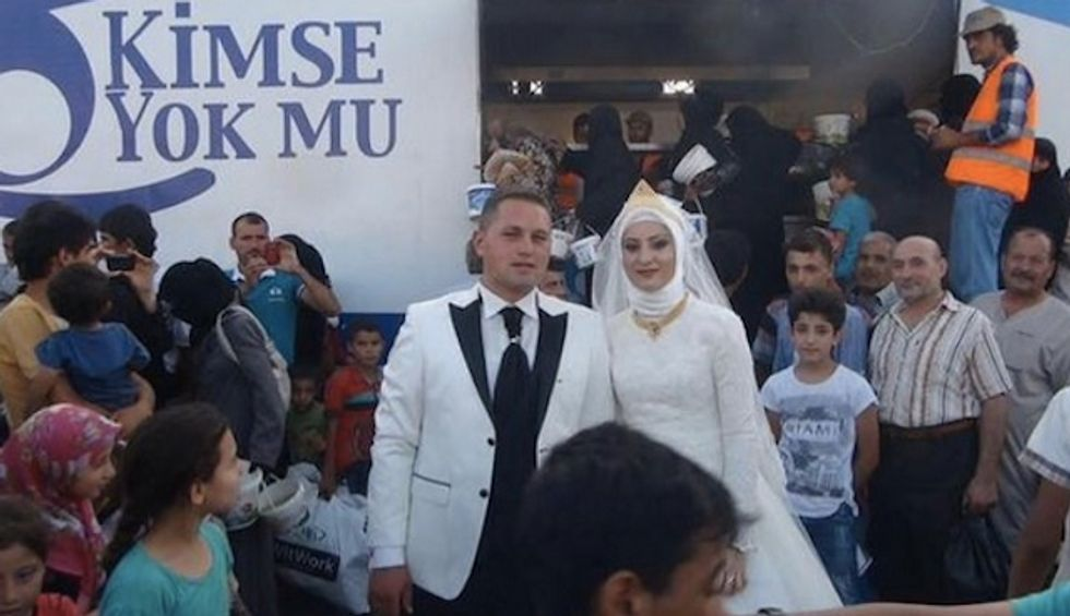 Instead of Feeding Guests at Their Wedding, This Couple Fed 4,000 Syrian Refugees