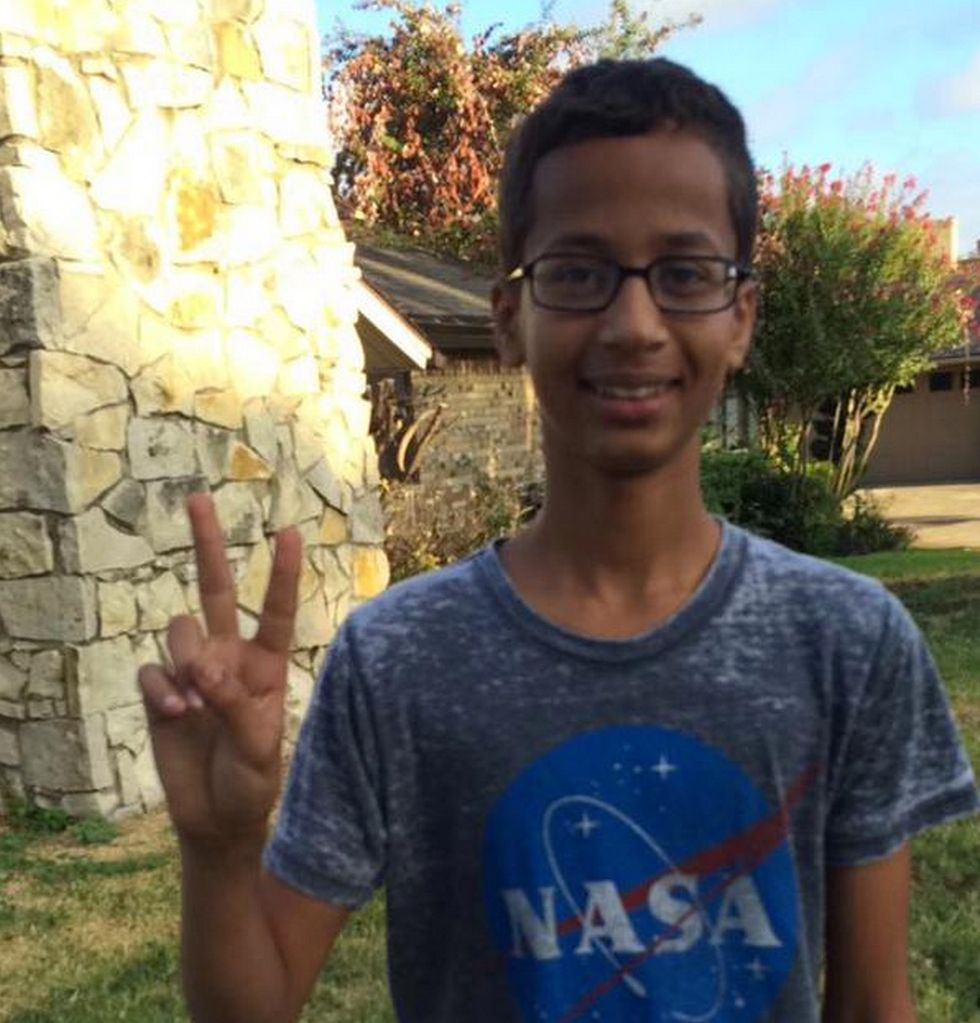 #IStandWithAhmed: The Internet Rallies to Support the 14 Year Old Texan Arrested for His Homemade Clock