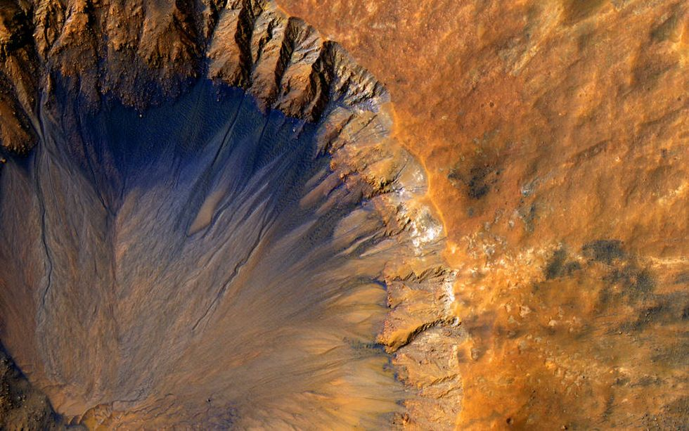 NASA Announces Evidence of Liquid Water on the Surface of Mars