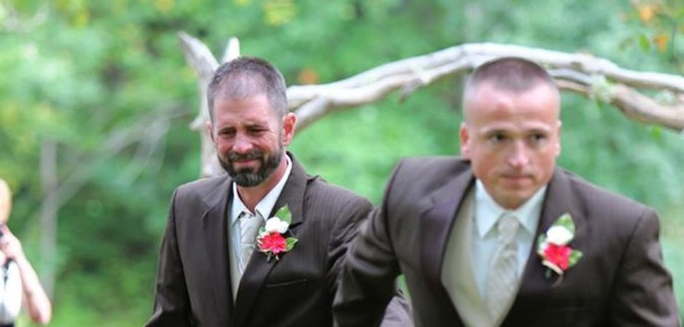 Photographer Captures Powerful Moment of Reconciliation at Ohio Wedding