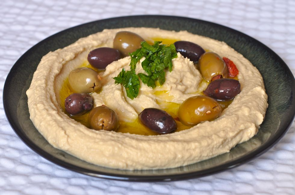 Hummus Restaurant Offers 50 Percent Off for Israelis and Arabs Who Share a Table