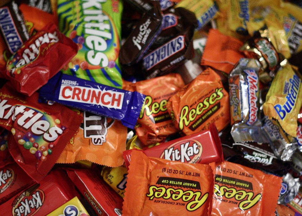 Here's How to Maximize Your Halloween Candy Haul, According to Expert Trick-or-Treaters