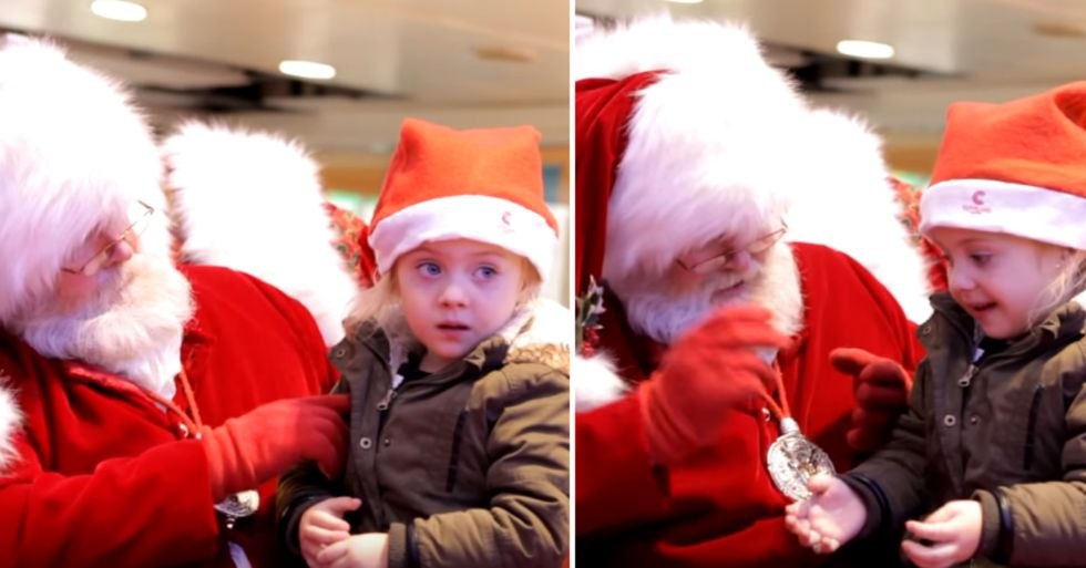 Santa Uses Sign Language to Give This Little Girl a Wonderful Holiday Moment
