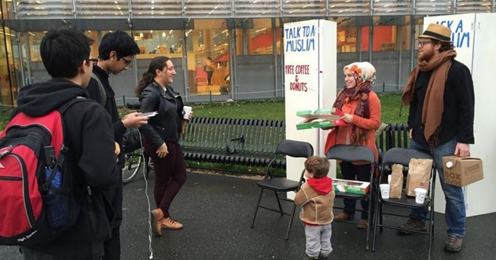 Fed Up With Anti-Muslim Bigotry, Woman Sets Up an 'Ask a Muslim' Stand