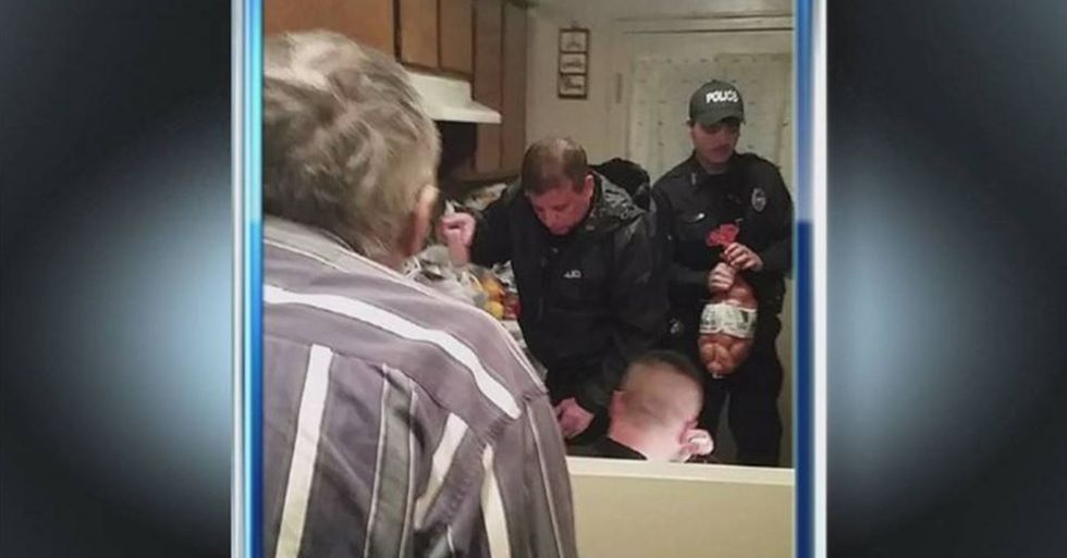 Tennessee Patrolmen Help Starving Elderly Man by Giving Him a Month of Groceries
