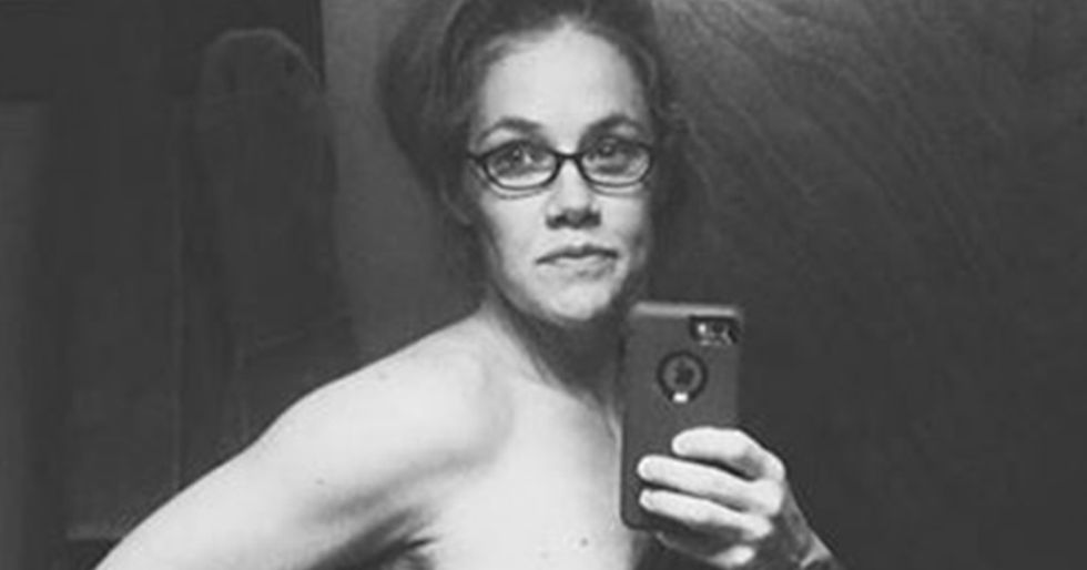 Mother Takes Revealing Selfie to ShowHer Post-Pregnancy Body