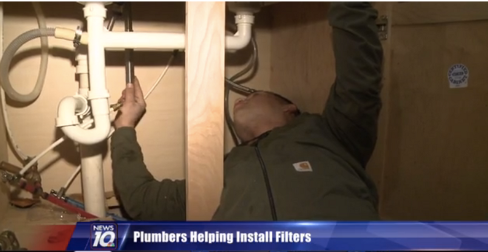 Plumbers in Flint Volunteer Their Time and Expertise to Install Filters