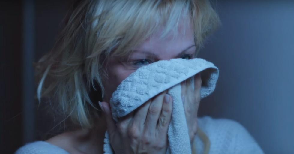 Pamela Anderson Strips Off Makeup in Sci-Fi Film