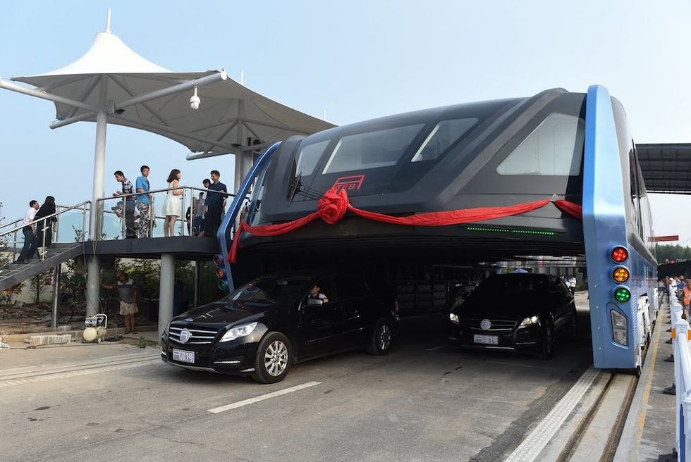 China Built A Massive Bus That Actually Straddles Traffic, But Will It Work?
