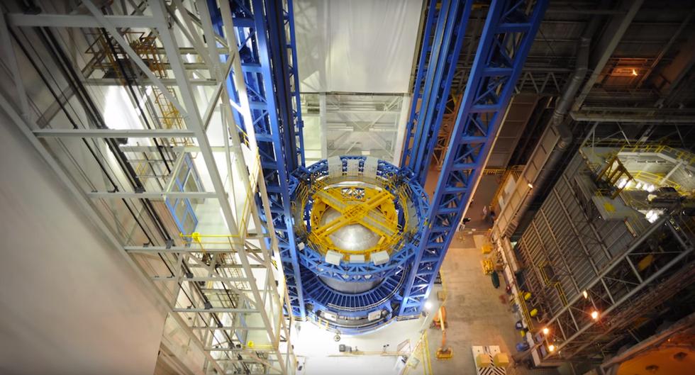 Watch NASA Build An Awe-Inspiring 130-Foot Rocket Tank In Under 60 Seconds