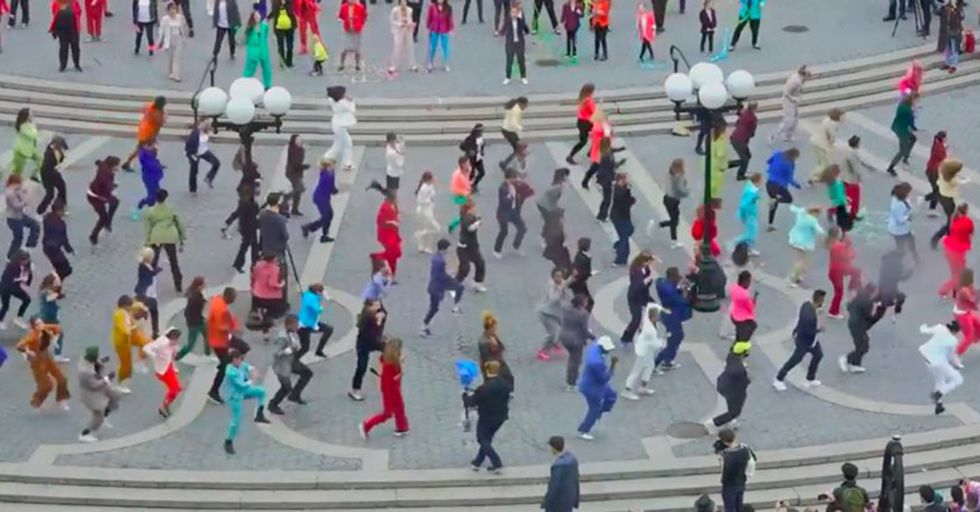 A Pro-Hillary Flash Mob In NYC Broke Out A 'Pantsuit Power Dance' To Show Their Support