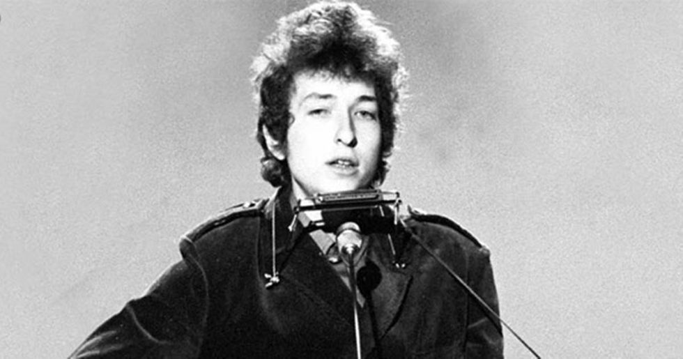 Eight Reasons Why Bob Dylan Is An Incomparable Artist