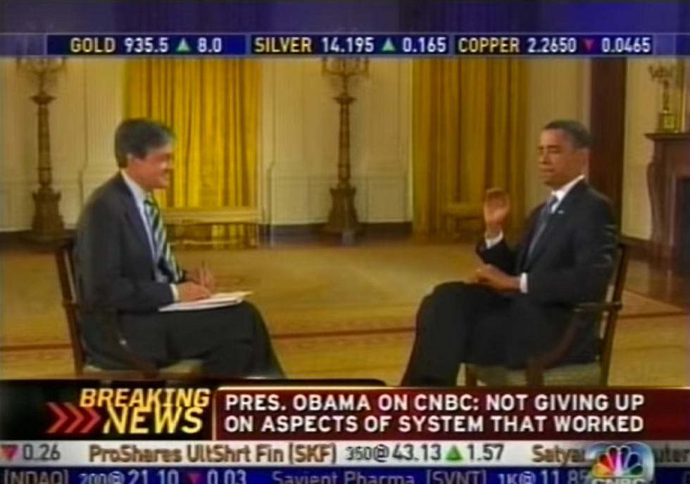 Random Act of Sport: Barack Obama Effortlessly Catches Fly On Live Television