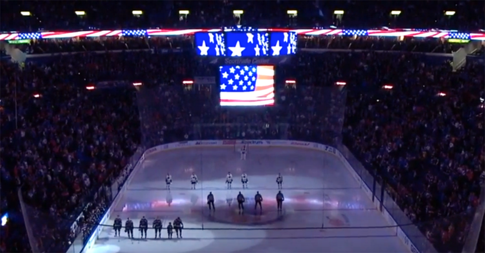 19,000 St. Louis Fans Band Together To Sing A Moving National Anthem For Veterans Day
