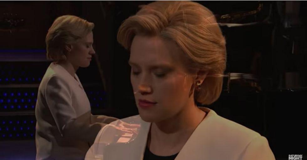 SNL Star Sings Haunting Version Of 'Hallelujah' As Hillary Clinton