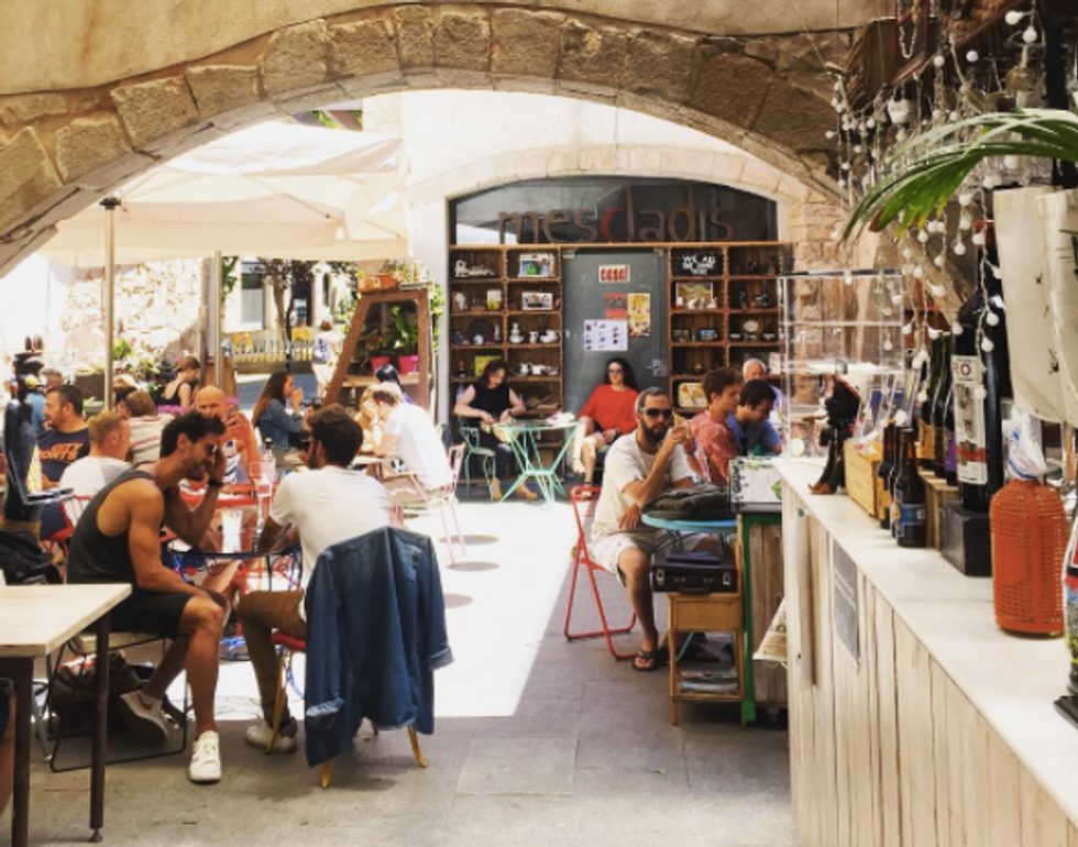 Inside The Tiny Barcelona Restaurant Using Food To Fight For Migrants' Rights