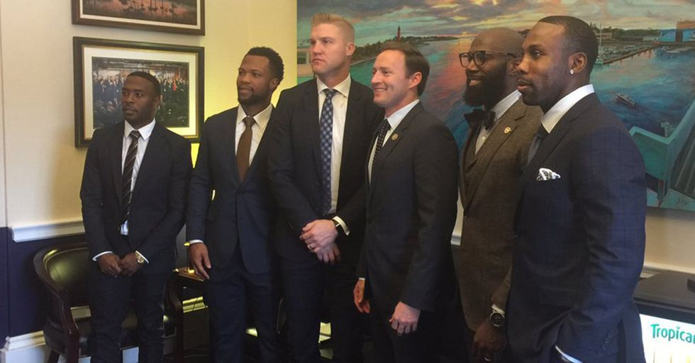 Five NFL Players Meet With US Representatives To Discuss Race And Police Issues