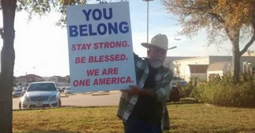 Photo Of A Texas Man Standing Up For Muslims Goes Viral
