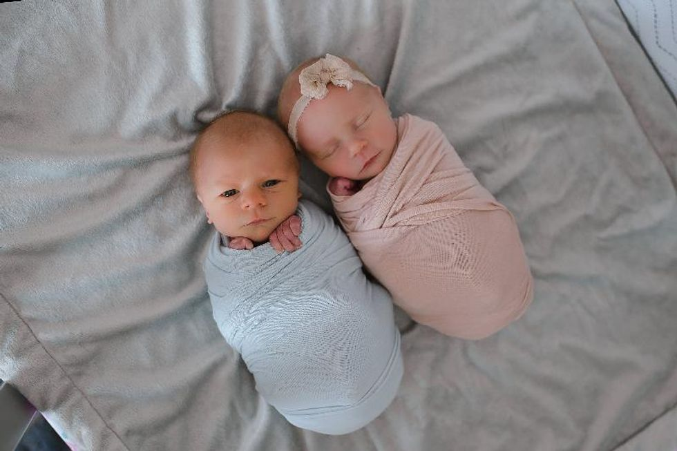 Mom Has Beautiful Photo Series Taken Of Newborn Twin She Knew Didn't Have Much Time Left