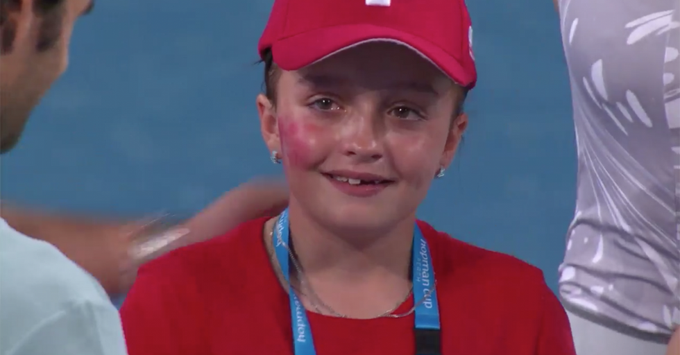 Watch Roger Federer Console A Young Fan Starstruck To The Point Of Tears