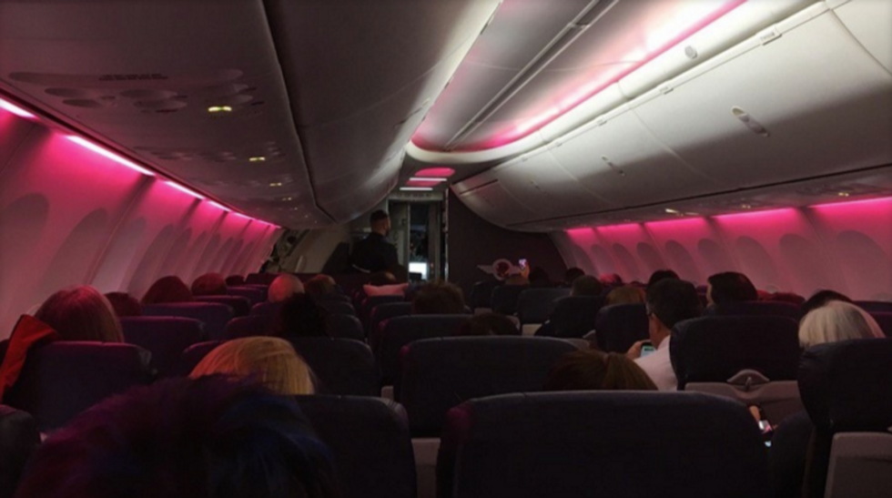 Flight Crew Puts On Special Light Show For Women's March Protesters Heading To D.C.