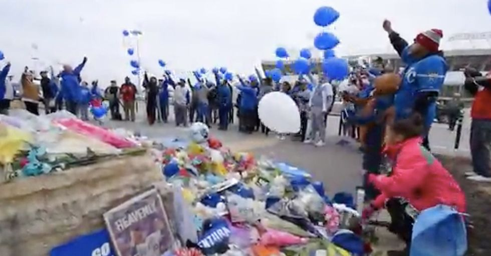 Fans Gather At Kansas City Ballpark To Mourn The Passing Of Royals Pitch Yordano Ventura