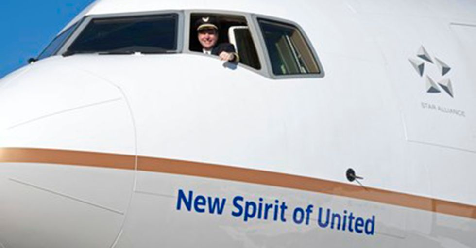 A Bride And Groom Were Kicked Off A United Flight After Asking For An Upgrade