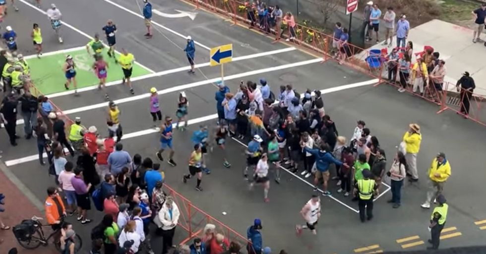 The Clever Trick Organizers Use To Help Pedestrians Cross Streets During A Marathon