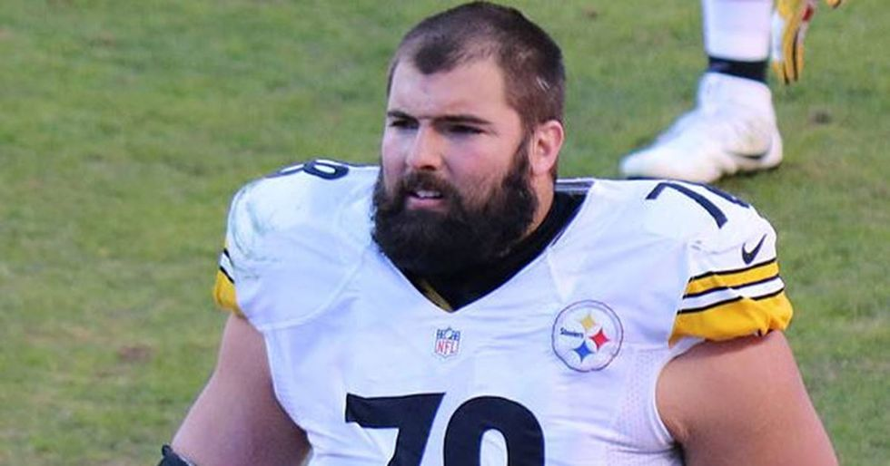 Steelers' Offensive Lineman Apologizes For Standing Alone During The National Anthem