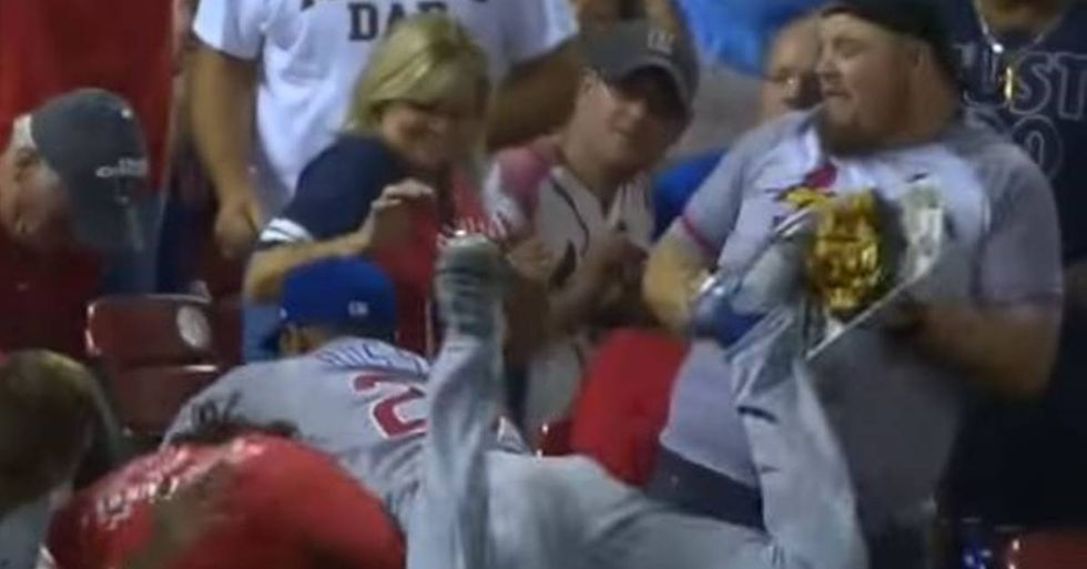 Cubs Shortstop Addison Russell Delivers Nachos To A Cardinals Fan