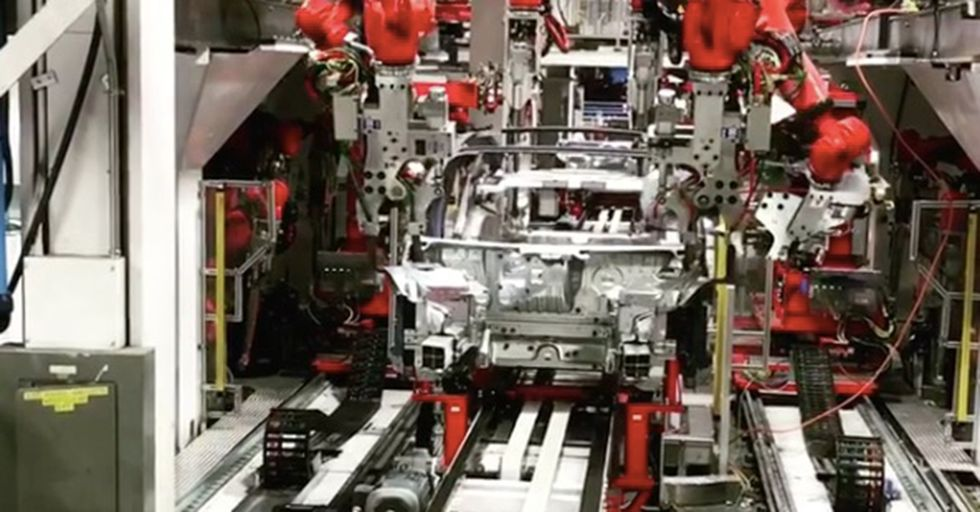 Tesla's Assembly Line Shown At 'Full' Speed Reveals Just How Impressively Fast Modern Production Could Get