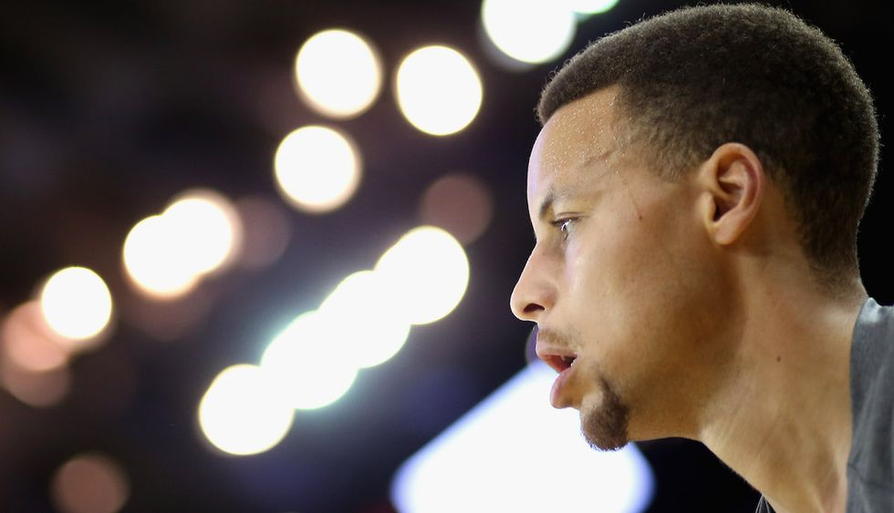 Steph Curry Consoles Devin Harris' Grieving Nephew Before Mavericks-Warriors Game