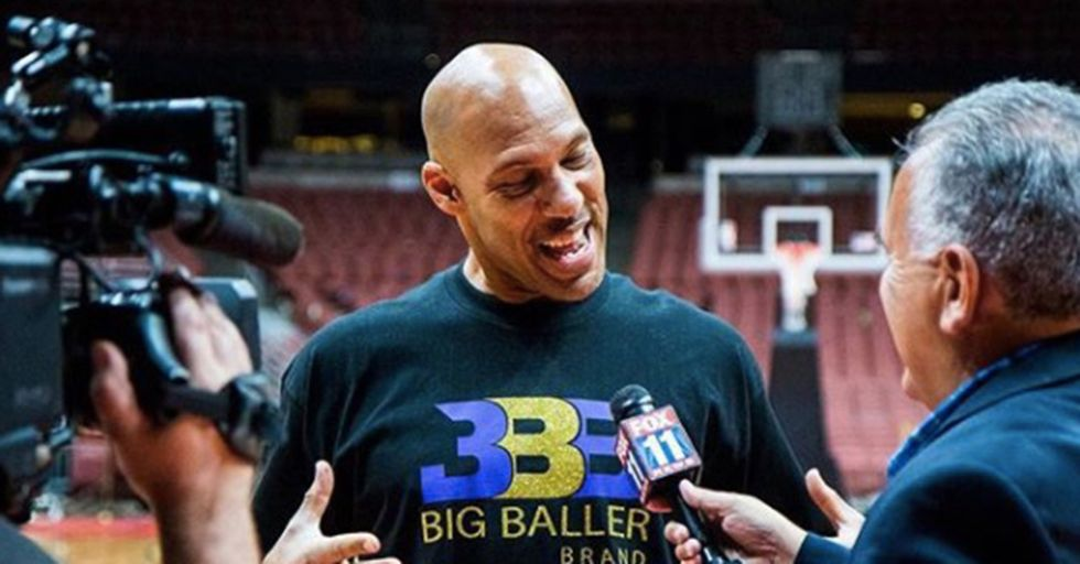 Taunting Or Apologizing? LaVar Ball Sent Donald Trump A Pair Of His Big Baller Sneakers.